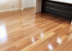 quickstep-readyflor-1-strip-blackbutt-gloss-1