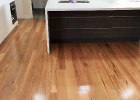 quickstep-readyflor-1-strip-blackbutt-gloss