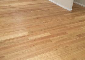 quickstep-readyflor-1-strip-blackbutt-matt