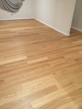 quickstep-readyflor-1-strip-blackbutt-matt
